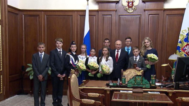 """""""Herr Präsident, das wäre mein größter Wunsch"""" - Putin lädt Kinderschar in sein Büro ein"""