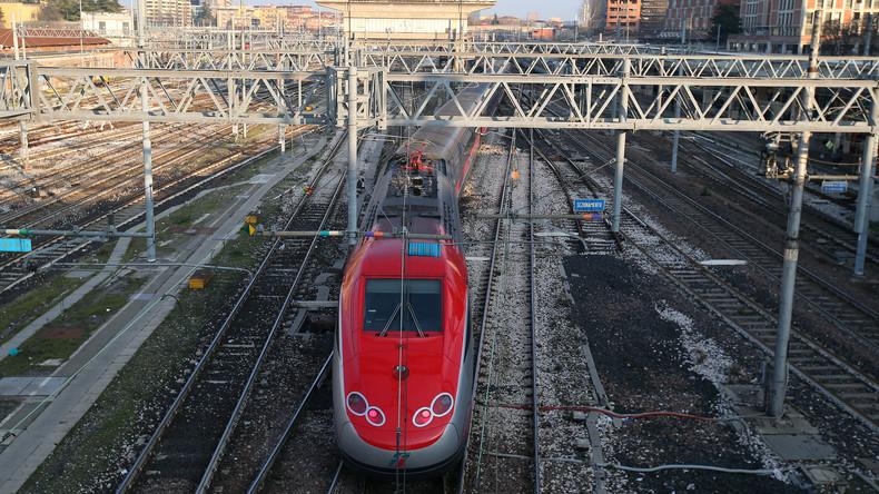 Zwei Züge prallen in Süditalien zusammen - mindestens zehn Verletzte