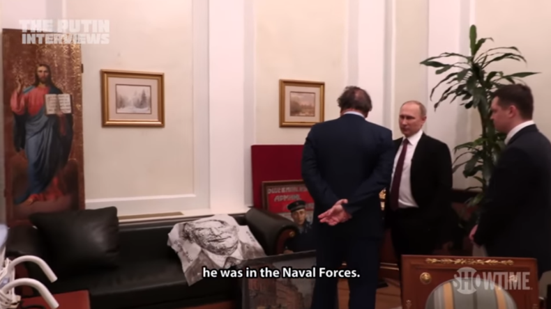 Ganz privater Einblick - Putin präsentiert Stone seine Arbeitsräume