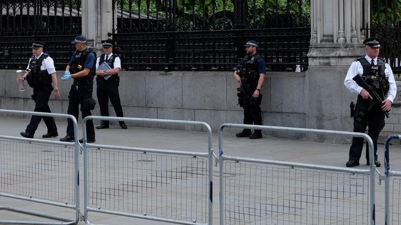 Panik in Westminster- Parlament wegen Messer abgeriegelt