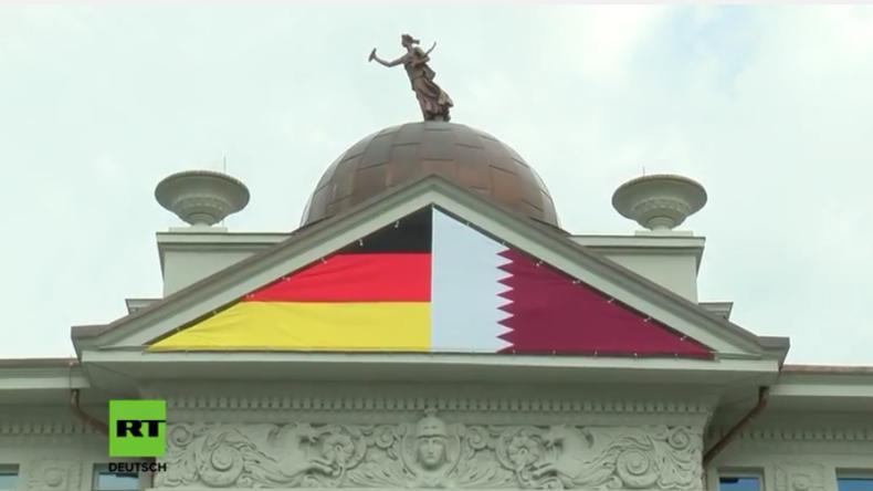 Berlin: Katar verhüllt steinerne, denkmalgeschützte Frau wegen nacktem Busen an Botschaftsvilla