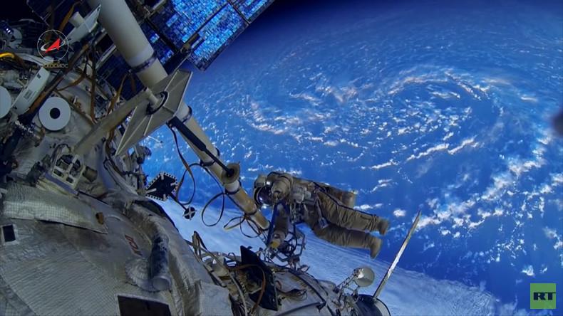 Einmal in Russland: Das Leben auf der Raumstation MIR