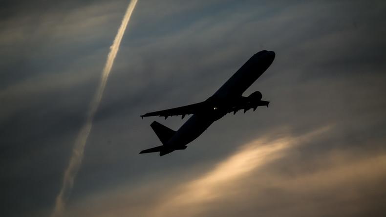 Blitz trifft Flugzeug in Istanbul – Maschine kehrt zum Flughafen zurück