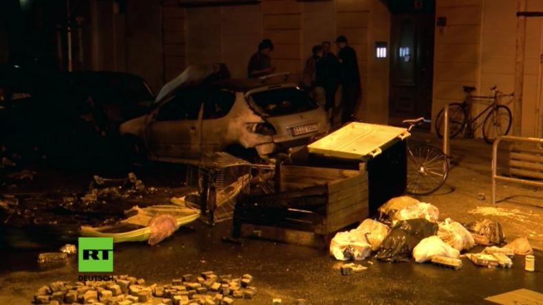 Schlachtfeld Rigaer Straße: Polizei rückt mit Hubschrauber an - vier Polizisten verletzt