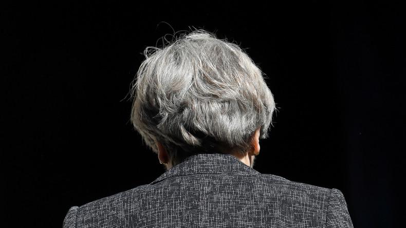 Premierministerin zwischen allen Stühlen: Shitstorm gegen Theresa May in den Sozialen Medien