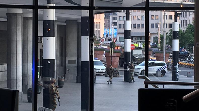 Brüsseler Hauptbahnhof nach Explosion evakuiert - Polizei neutralisierte Mann mit Sprengstoffweste