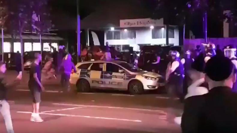 London: Messer, Macheten und Säbel - Dutzende Jugendliche liefern sich Massenschlägerei