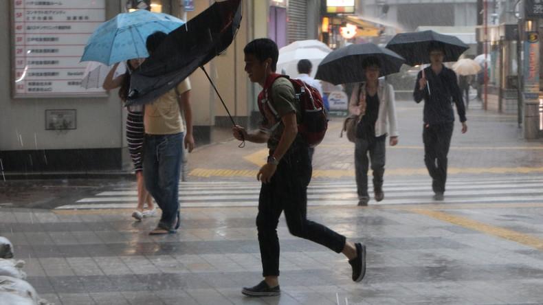 Fast 200.000 Japaner sollen wegen Unwetteralarms in Evakuierungszentren Schutz suchen