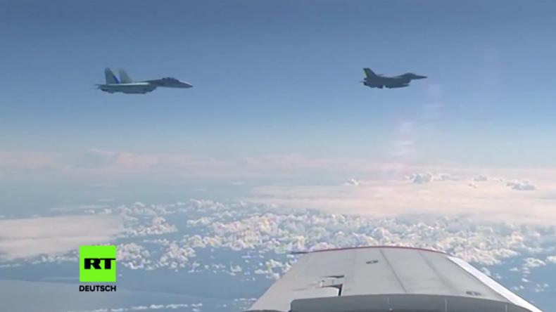 Videobeweis: NATO-Kampfjet nähert sich über Ostsee Flugzeug des russischen Verteidigungsministers