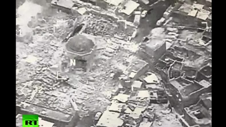 Video zeigt Sprengung der Großen Moschee des an-Nuri in Mossul - War es der IS oder die USA?