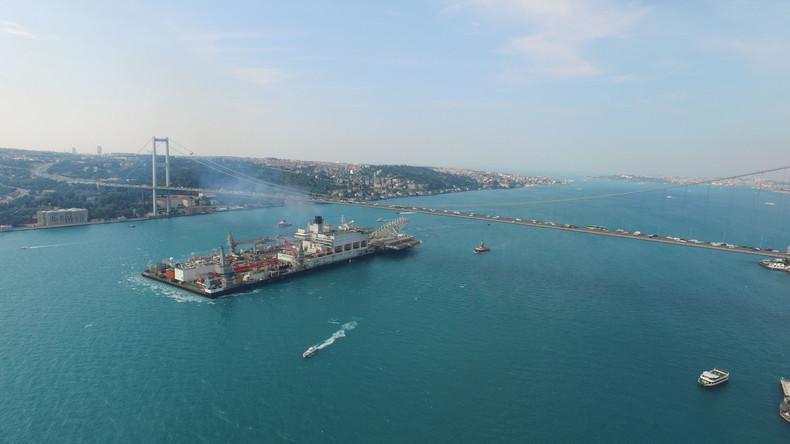 Erste Unterwasserrohre der Pipeline Turkish Stream verbunden