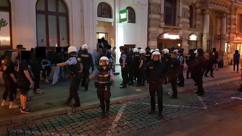 Ausschreitungen in Magdeburg: 15 Polizisten erleiden Verletzungen