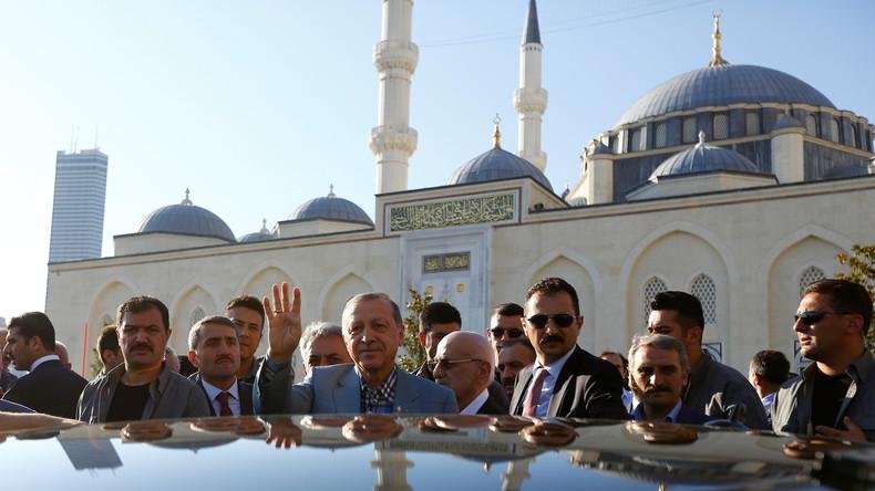 Erdogan erleidet Schwächeanfall in Moschee - Sorge um seinen Gesundheitszustand