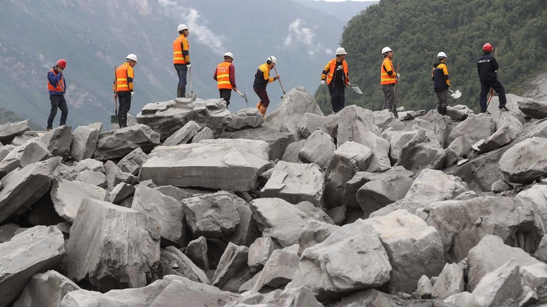 Gefahr neuer Erdrutsche: Aufräumarbeiten unterbrochen - 93 Vermisste