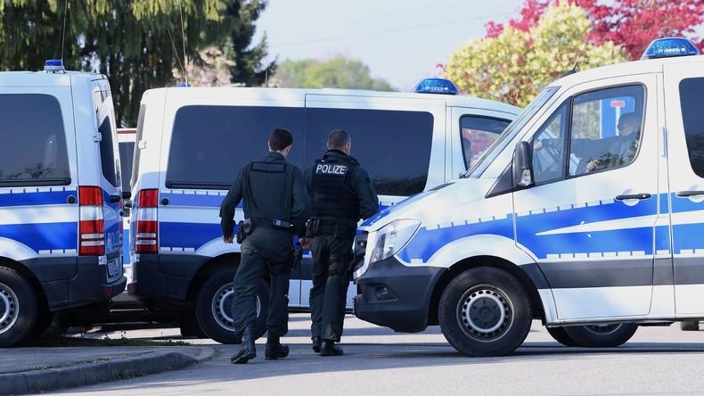 76-Jährige kracht mit Auto in Esszimmer