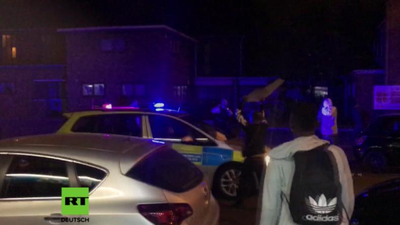 London: Schwere Krawalle - Protestler und Polizei liefern sich Straßenschlacht