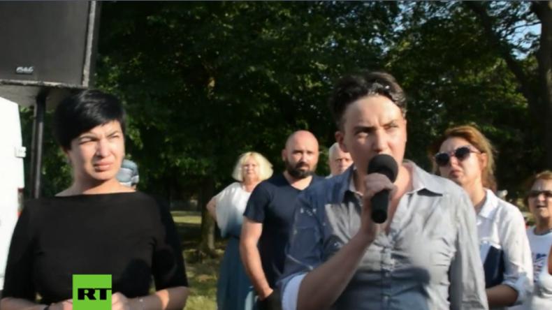 Ehemalige ukrainische Kampfpilotin Sawtschenko bei Bürgertreffen mit Eiern beworfen