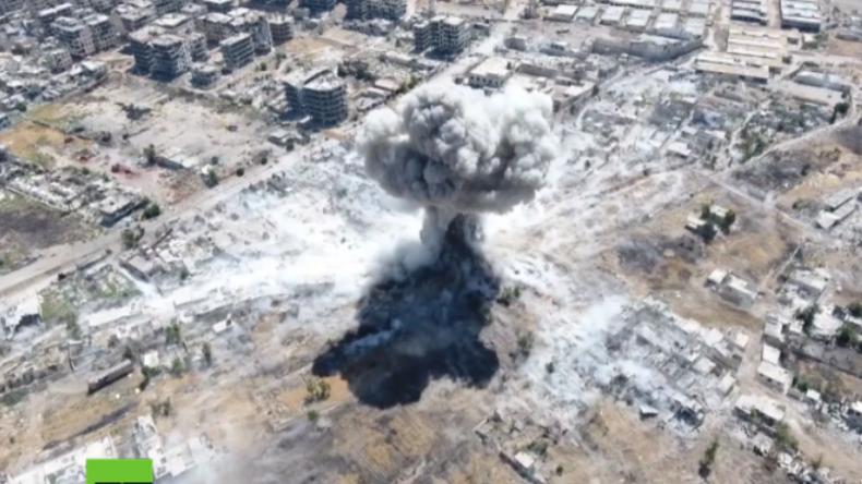Drohne filmt Angriffe der syrischen Armee auf al-Kaida-nahe Extremisten