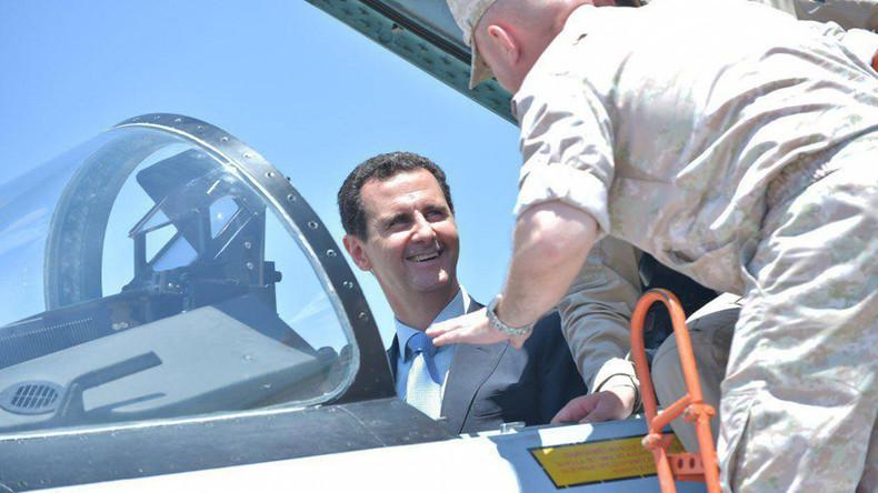 Syrischer Präsident steigt in Kampfjet ein - Besuch in russischer Militärbasis