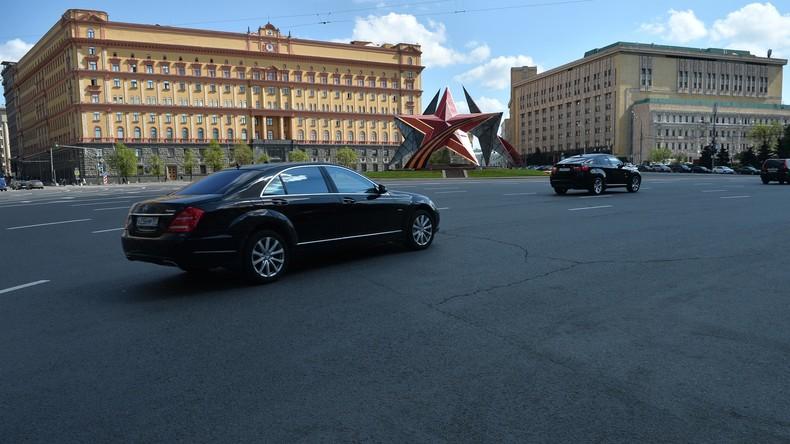 Wolgas mit verdunkelten Fenstern und das KGB: Eine moderne russische Spionagegeschichte
