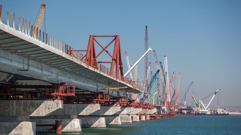 Krim-Brücke mehr als zu Hälfte fertig