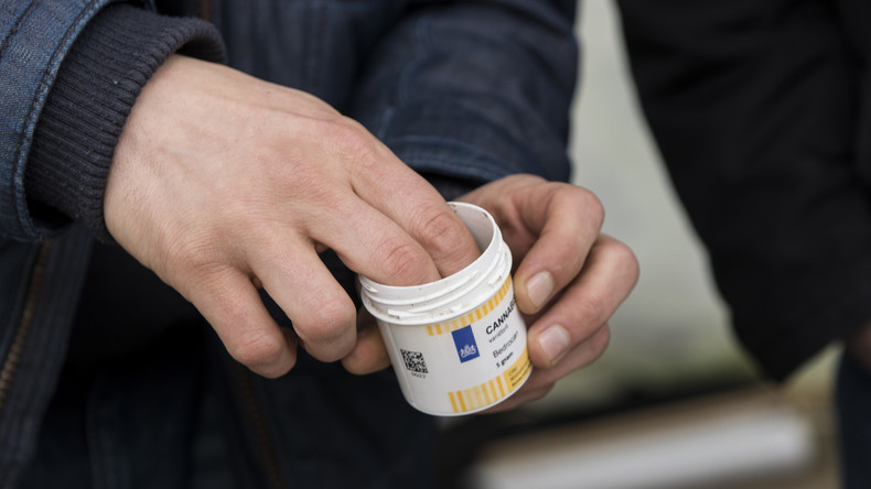 Berliner Polizei findet Drogen und Waffen für drei Millionen Euro