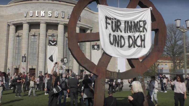 Neuer Intendant für Volksbühne in Berlin: Protest gegen  Chris Dercon geht weiter