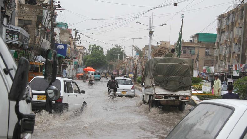 Mindestens elf Tote bei flutartigen Regenfällen in Pakistans Karatschi