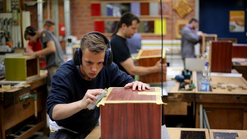 Volkswirte: Zahl der Jobsuchenden in Deutschland sinkt weiter
