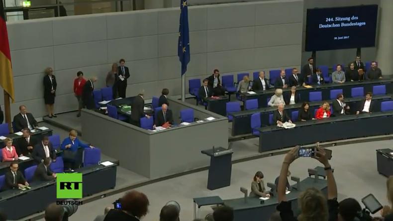 """Live: Bundestag stimmt über """"Ehe für alle"""" und Gesetz gegen Hate-Speech ab"""
