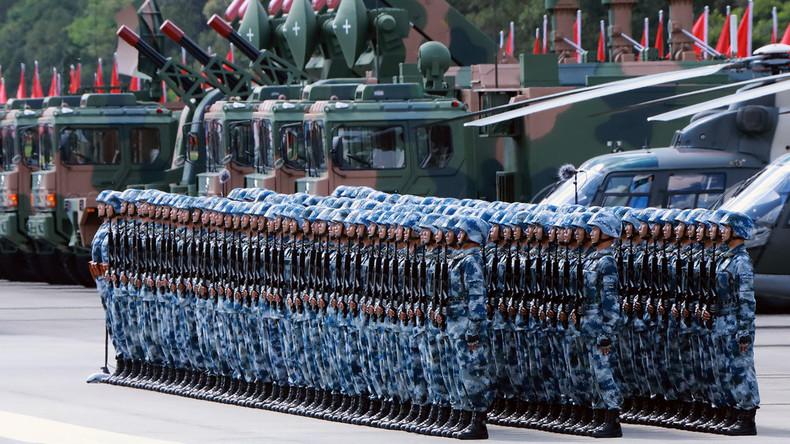Xi Jinping nimmt Militärparade in Hongkong ab