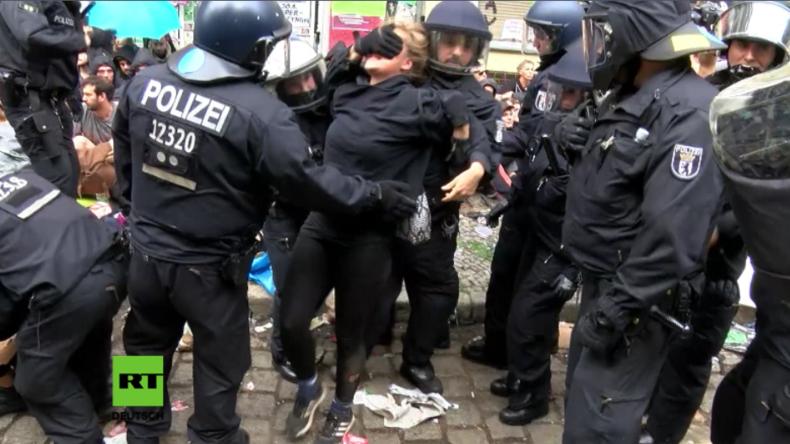 """Berlin: """"Lebensgefahr für unsere Kollegen"""" - Polizei räumt linken Kiezladen Friedel 54"""