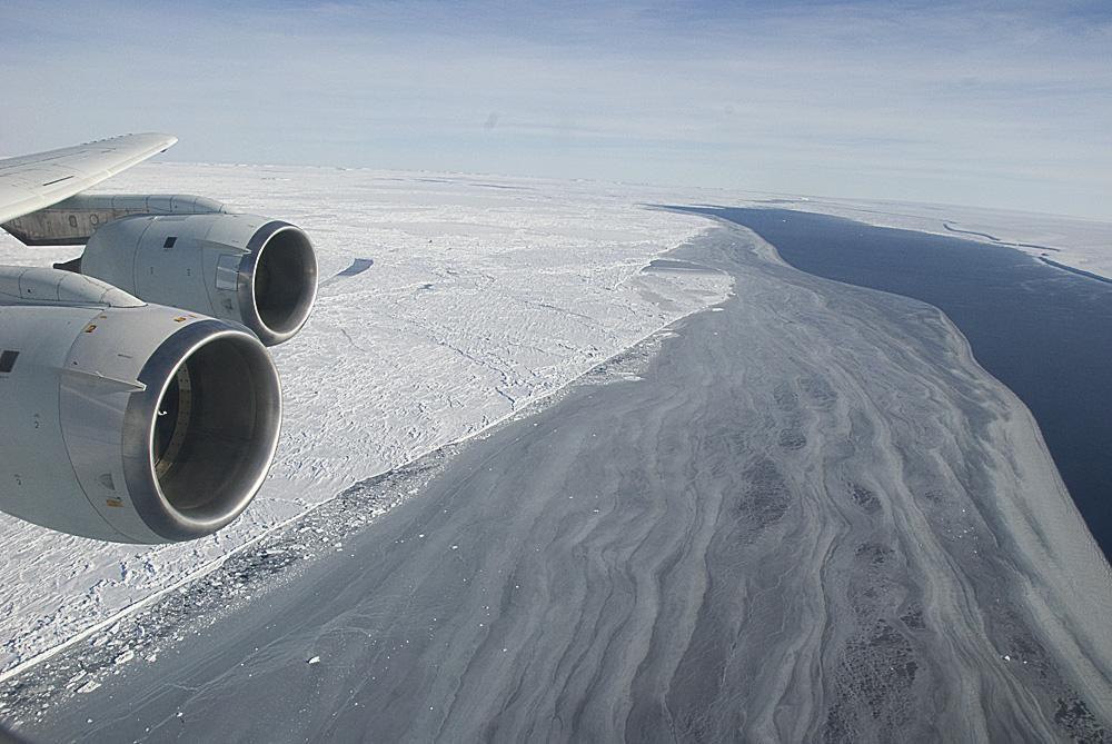 Gigantischer Eisberg in Antarktis bricht bald ab
