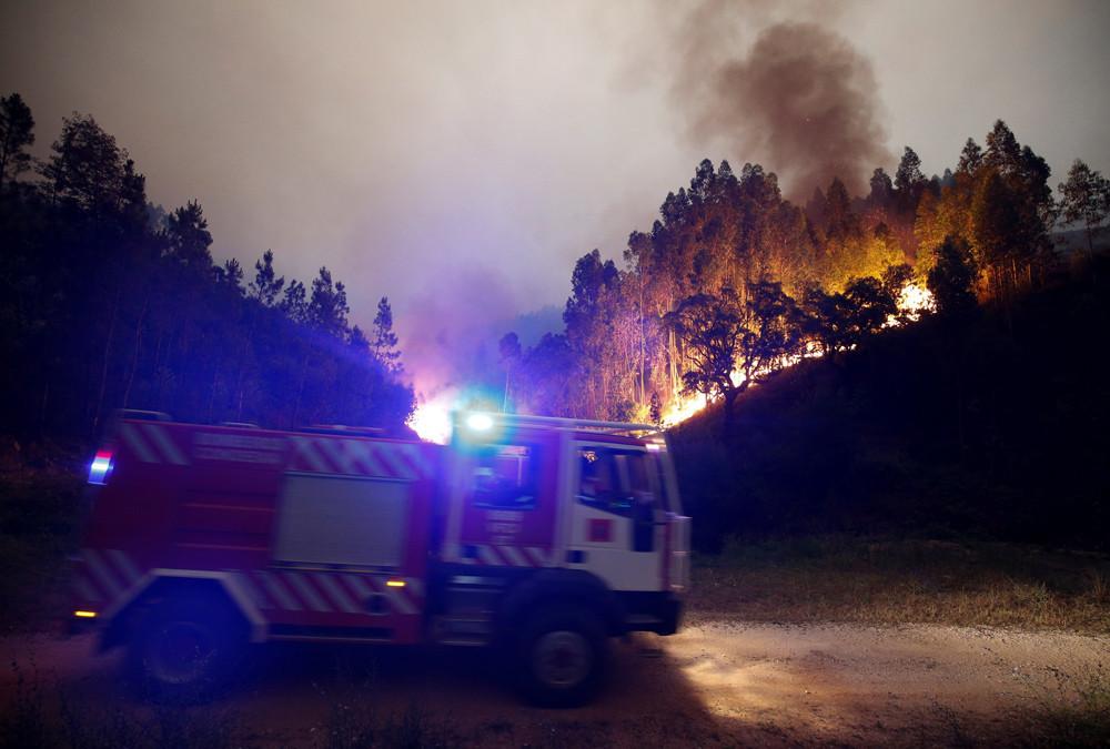 Im portugiesischen Leiria wurde am Samstag ein Notfall-Katastrophenschutzplan verabschiedet, da sich das Feuer an vier aktiven Fronten weiter ausbreitet.