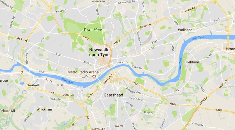 Frau rast in Newcastle in Menschenmenge Gläubiger vor Moschee - Polizei geht von Unfall aus