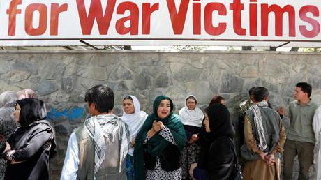 Afghanische Frauen trauern vor dem Krankenhaus nach einem Anschlag  in Kabul am 31. Mai 2017
