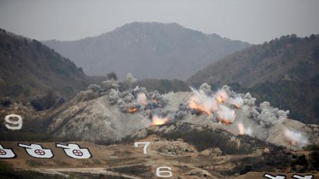 Explosionen während einer Militärübung zwischen Amerikanern und Südkoreanern nahe der Demilitarisierten Zone (DMZ); Südkorea, 21. April 2017.