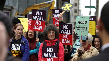 Das im Januar von US-Präsident verhängte Einreiseverbot hat viele Proteste nach sich gezogen, hier vor dem Bundesberufungsgericht in Seattle, Washington am 15. Mai