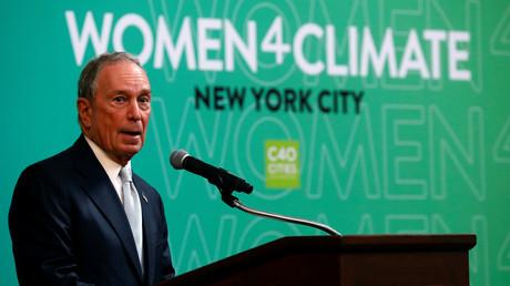 Michael Bloomberg hält eine Rede während des