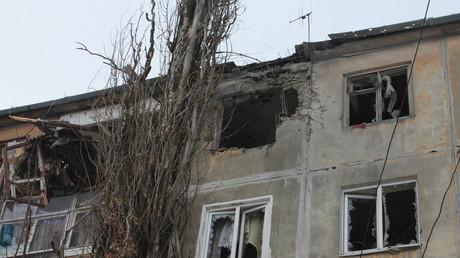 Wohngebäude in Donezk nach Artilleriebeschuss durch ukrainische Streitkräfte, 2. Januar 2017