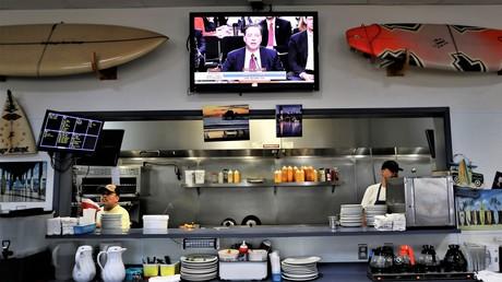 Anhörung von Comey in einem Restaurant
