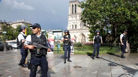 Polizisten nach dem Angriff von Notre Dame, Paris, Frankreich, 6. Juni 2017.