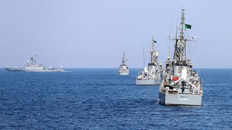 Die saudische Marine bei einer Übung im Roten Meer. Insgesamt 48 Patrouillenboote erhält das Königreich aus Deutschland, die möglicherweise auch bei der Seeblockade gegen den Jemen zum Einsatz kommen.