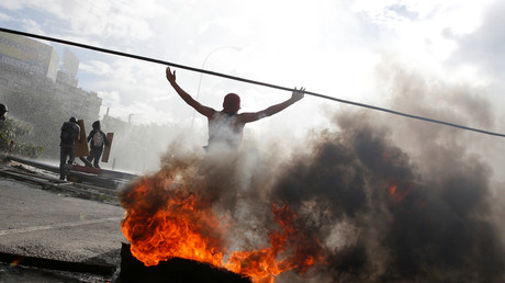 Am Wochenende kam es in Venezuela erneut zu gewaltsamen Ausschreitungen von Regierungsgegnern. Nun fordert der Oppositionsführer das Militär zur Rebellion auf.