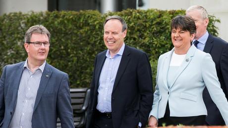 Die Königsmacher: Die Abgeordneten der Democratic Unionist Party (DUP) und deren Vorsitzende Arlene Foster im neu gewählten Parlament in Belfast, 9. Juni 2017.