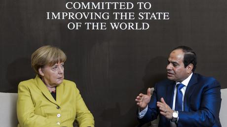 Der ägyptische Präsident Abdel-Fattah al-Sisi  und Bundeskanzlerin Angela Merkel während eines bilateralen Treffens am Rande des 45. World Economic Forums in Davos, Schweiz, 22. Januar 2015.