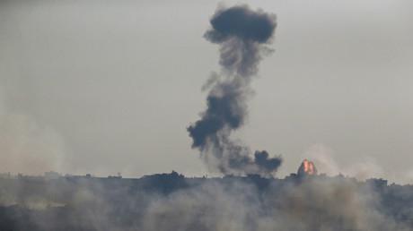 Eine Rauchsäule nach einem israelischen Vergeltungsangriff auf den Gaza-Streifen. Eine palästinensische Rakete hatte zuvor die israelische Grenzstadt Sderot angegriffen; 5. Oktober 2016.