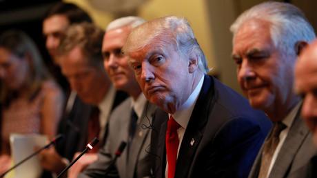 Donald Trump und Vize-Präsident Mike Pence und Außenminister Rex Tillerson im Weißen Haus in Washington, 31. Mai 2017.