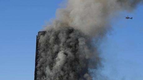 Das brennende Hochhaus in London, Großbritannien, 14. Juni 2017.