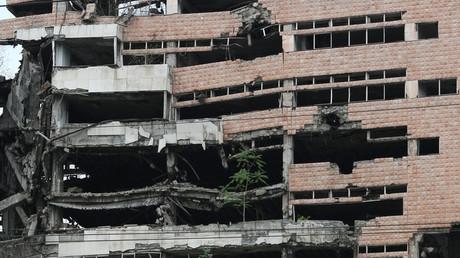 Spuren der Bombardierung durch die NATO in  Serbien sind nur teilweise sichtbar